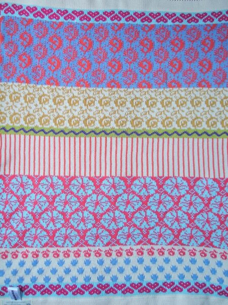 MARY MARY baby blanket - the colourful reverse